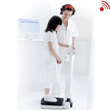 seca 703_nurse_and_child_sending_to_PC